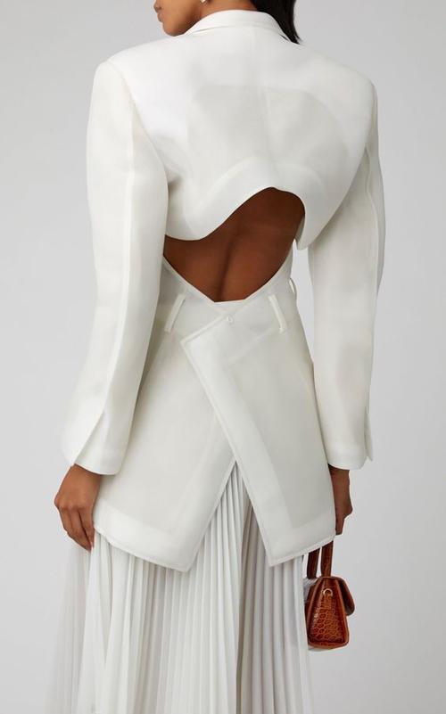 Là xu hướng ăn khách nhất năm 2020, trang phục xếp ly hứa hẹn tiếp tục chiếm được cảm tình của phái đẹp ở mùa thời trang mới.