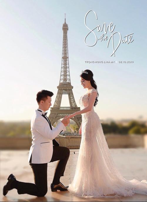 Trọng Hưng quỳ gối cầu hôn Hà My ở Paris (Pháp).