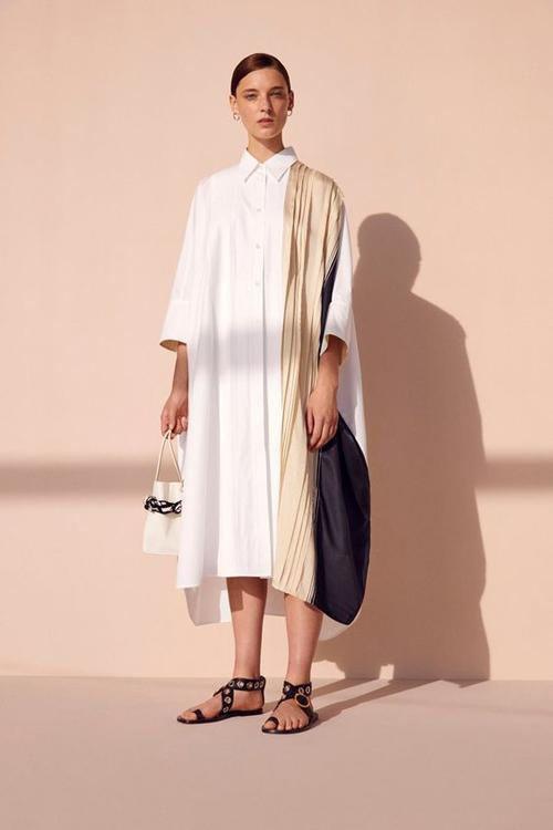 mới trên nhiều phom dáng váy áo hiện đại.