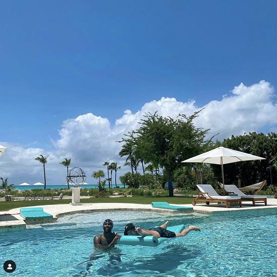 Tristan đăng ảnh tại resort với em trai Khloe là Rob Kardashian.