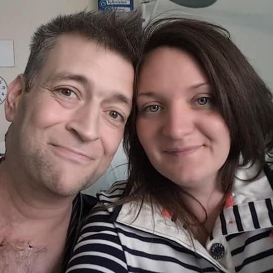 Lucy hạnh phúc bên chồng trước khi anh mắc bạo bệnh rồi qua đời. Ảnh: Mercury Press.