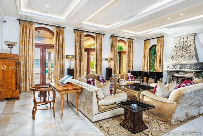 Phòng khách với thiết kế tráng lệ.