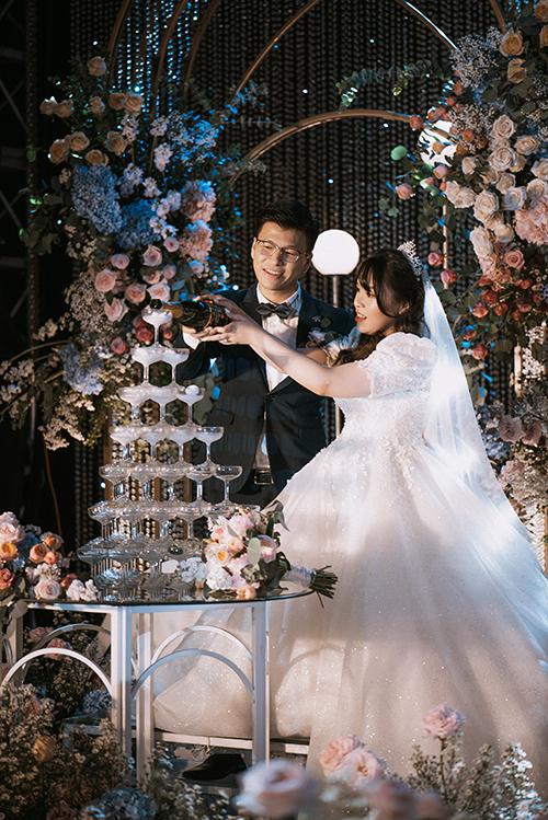 Ngày 28/5, cặp Ngọc Lâm - Phương Trang đã tổ chức đám cưới tại Trung tâm hội nghị Quốc gia, Hà Nội sau thời gian dài hoãn cưới vì dịch Covid-19.