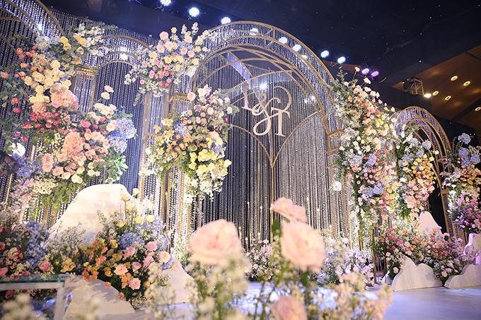 Uyên ương trình bày mong muốn với ekip về một không gian tiệc cưới đặc sắc, sang trọng giúp khách mời có trải nghiệm đáng nhớ.