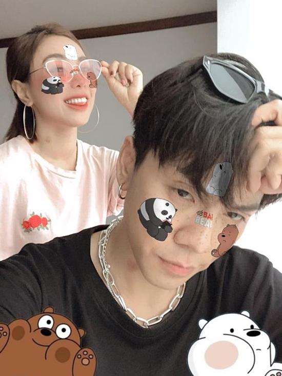 Kenji tên thật Hoàng Kim Uyên, năm nay 28 tuổi và nhỏ hơn bạn gái 5 tuổi.