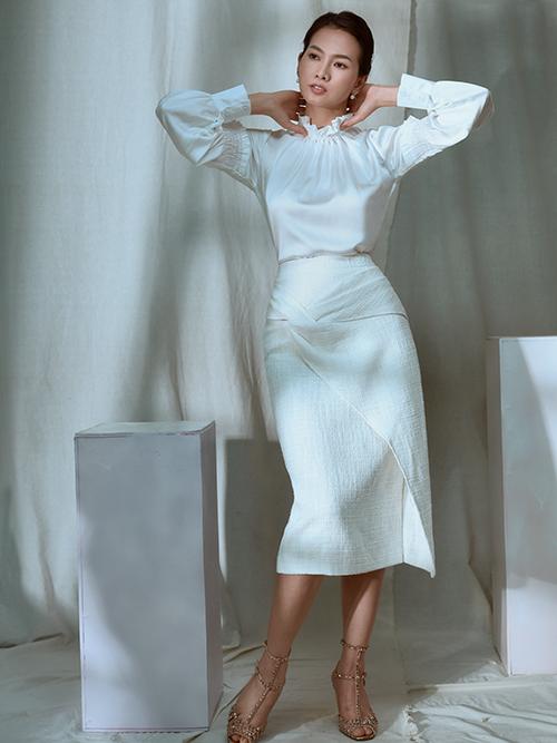 Lấy cảm hứng từ vẻ đẹp thanh lịch của phụ nữ hiện đại, nhà mốt Việt đã mang tới nhiều mẫu đầm có tính ứng dụng cao và phù hợp với chị em công sở.