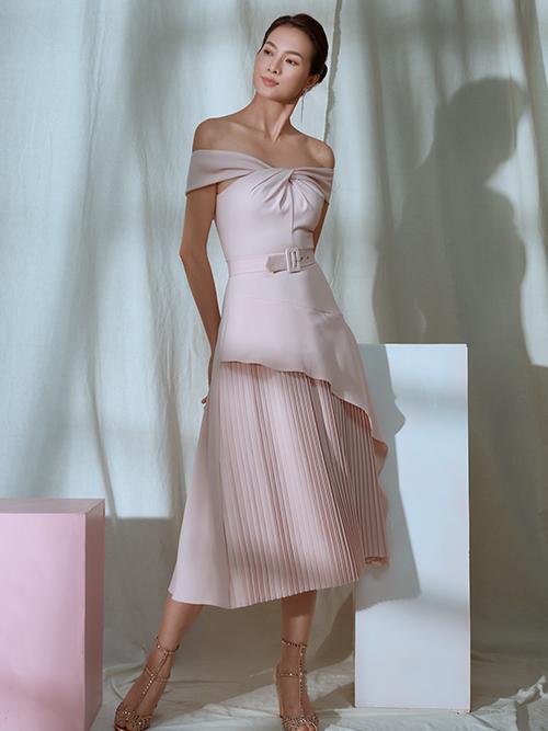 Kỹ thuật xoắn vải được nhà mốt Việt áp dụng một cách hiệu quả trên từng dáng váy đi tiệc.
