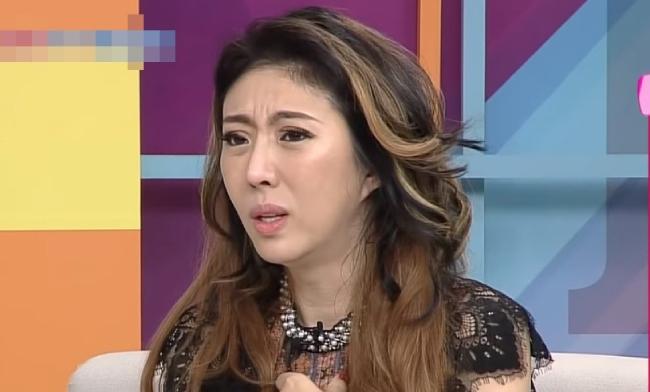 Vũ Nhu khóc nhiều trong buổi chia sẻ về nỗi đau khó mang thai.