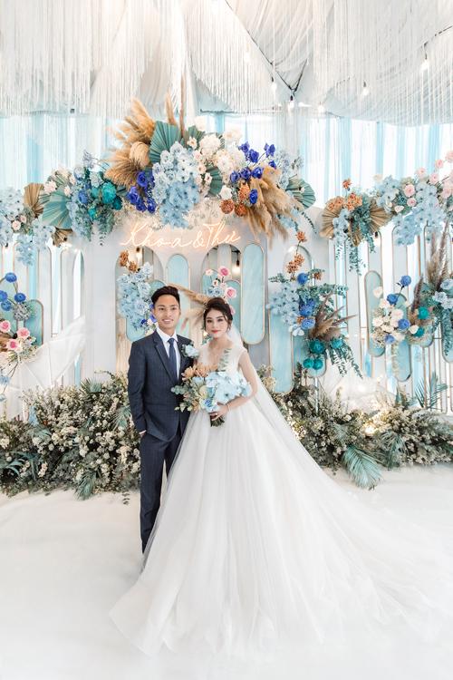 Ngày 10/8, cặp Đăng Khoa và Anh Thư tổ chức đám cưới có chi phí lên tới 1 tỷ đồng tại Tịnh Biên, An Giang. Cặp vợ chồng quen biết và yêu nhau từ năm học lớp 9.