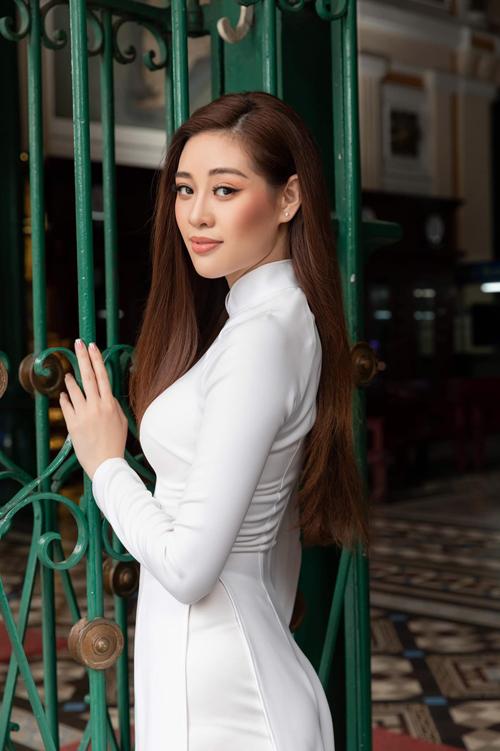 Trong dàn mỹ nhân Việt, Khánh Vân là người đẹp có duyên với nhiều giải thưởng về áo dài từ các cuộc thi sắc đẹp uy tín.
