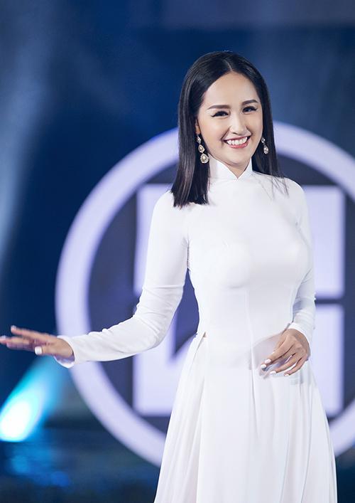 Sau nhiều năm đăng quang, Mai Phương Thuý vẫn giữ được nét trẻ trung và cuốn hút khi xuất hiện bên dàn mỹ nhân mới xuất hiện của showbiz Việt.
