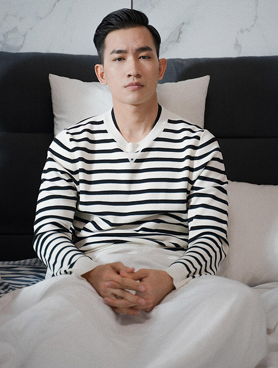 Võ Cảnh đã tham gia các phim như Vẽ đường cho yêu chạy, Yêu em từ cái nhìn đầu tiên, Sứ mệnh trái tim... Web-drama Bộ tứ oan gia đã xong khâu ghi hình và dự kiến phát sóng vào ngày 21/8.