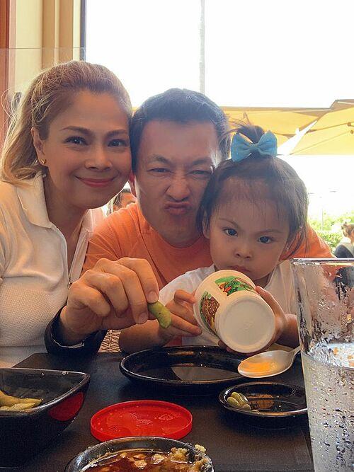 Thanh Thảo hạnh phúc bên chồng và con gái.