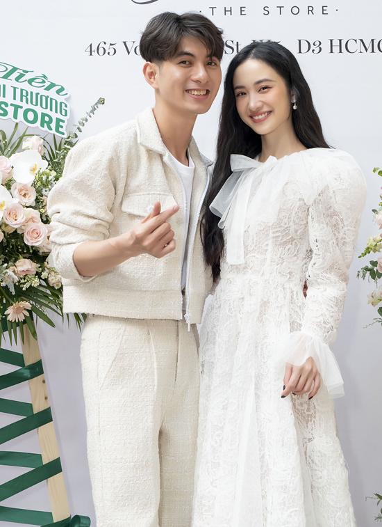 Diễn viên Jun Vũ dịu dàng trong bộ váy ren trắng mừng Nguyễn Minh Công mở showroom thời trang sau 5 năm theo nghề thiết kế.