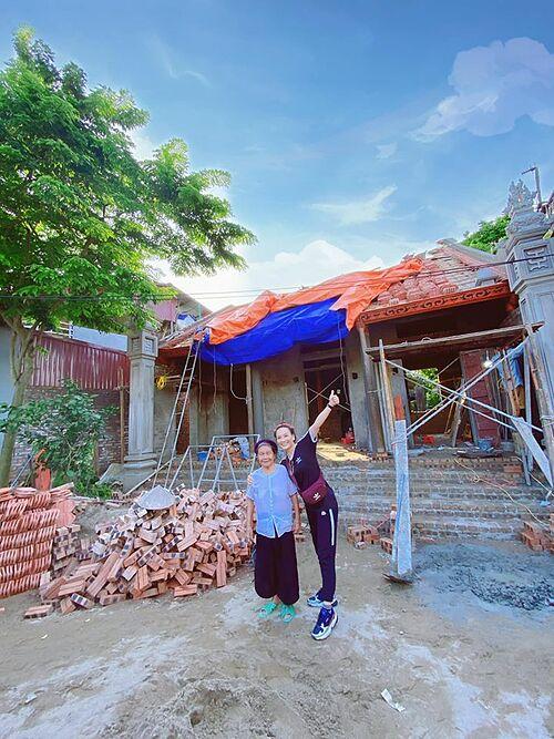 Bảo Thanh về quê ở Bắc Ninh xây nhà cho bà ngoại.