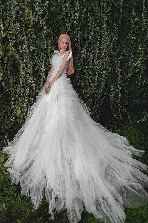 Bộ sưu tập váy cưới được NTK ấp ủ suốt 6 tháng qua, thể hiện giá trị sáng tạo, sự tinh tế cũng như cho thấy những yếu tố đậc trưng trong phong cách thiết kế của anh.