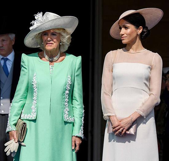 Meghan và mẹ chồng Camilla trong sự kiện mừng sinh nhật 70 tuổi của Thái tử Charles hồi tháng 6/2018. Ảnh: Rex.
