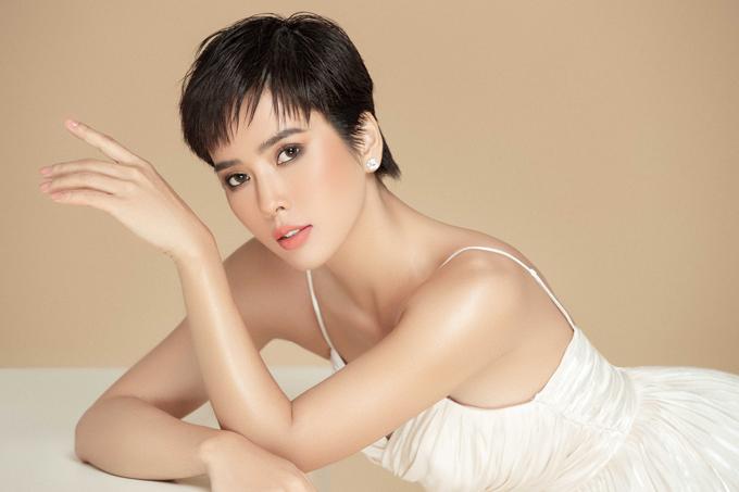 Từ khi chuyển hướng sang lĩnh vực phim ảnh, Bella Mai không còn diễn thời trang nhưng vẫn chăm chỉ làm mẫu ảnh.