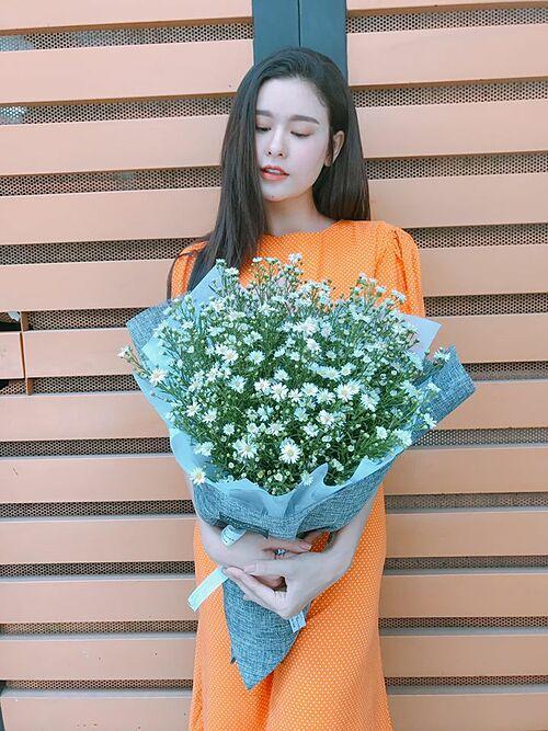 Bận rộn với công việc, diễn viên Trương Quỳnh Anh than thở: Lâu rồi lại quên mua hoa tặng mình...không còn khái niệm thời gian nữa.