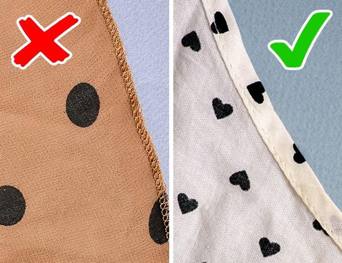 Để ý đường viềnQuần và váy phải có đường viền tối đa 4 cm. Áo cánh và áo sơ mi có thể làm với một chiếc nhỏ hơn khoảng 2 cm. Nếu không có viền hoặc chỗ này được vắt sổ đơn giản, rất có thể bạn đang nhìn thấy một mặt hàng kém chất lượng.
