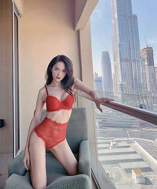 Nhờ cách giữ dáng hiệu quả, hoa hậu Hương Giang là một trong những mỹ nhân sở hữu dáng mảnh mai, vòng eo 56 cm khiến nhiều chị em phải ghen tị.