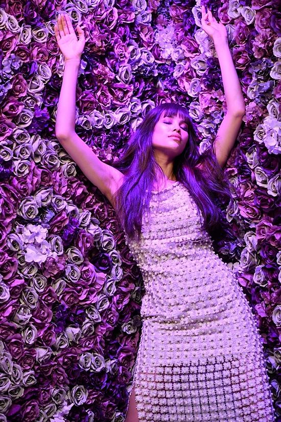 Phạm Hương hiện ký hợp đồng quản lý với ba công ty tại Hawaii, Los Angeles và Seattle. Do đó, ngay sau khi sinh, cô trở lại tham gia một số hoạt động chụp ảnh, quảng cáo ở Mỹ.