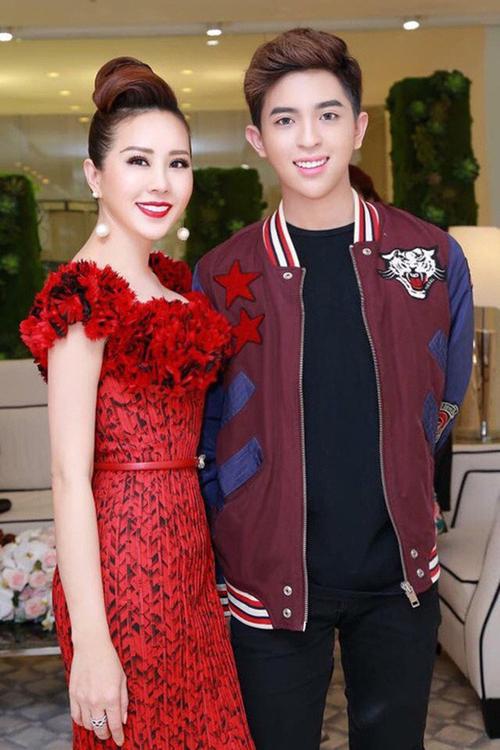 Hoa hậu Thu Hoài bên con trai Tin Nguyễn.