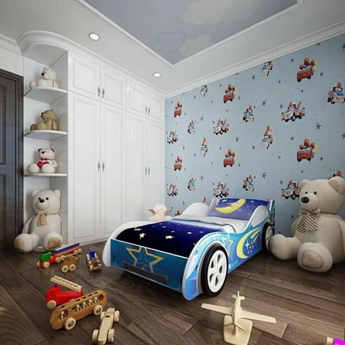 Trong căn hộ giá gần 10 tỷ đồng, Phi Thanh Vân chuẩn bị cho con trai một phòng riêng tông xanh rộng rãi. Căn phòng được trang trí với nhiều đồ chơi, thú bông. Điểm đặc sắc của căn phòng là giường ngủ hình chiếc ôtô.