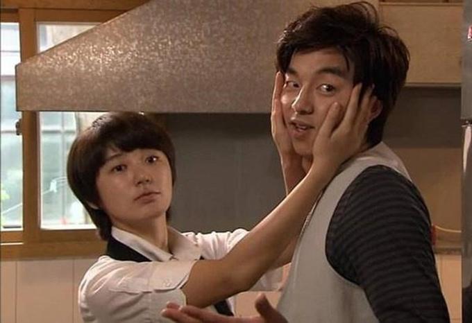 13 năm trôi qua, tạo hình của Gong Yoo trong Tiệm cafe hoàng tử không hề trở nên lỗi thời và vẫn giữ được sức hút riêng.