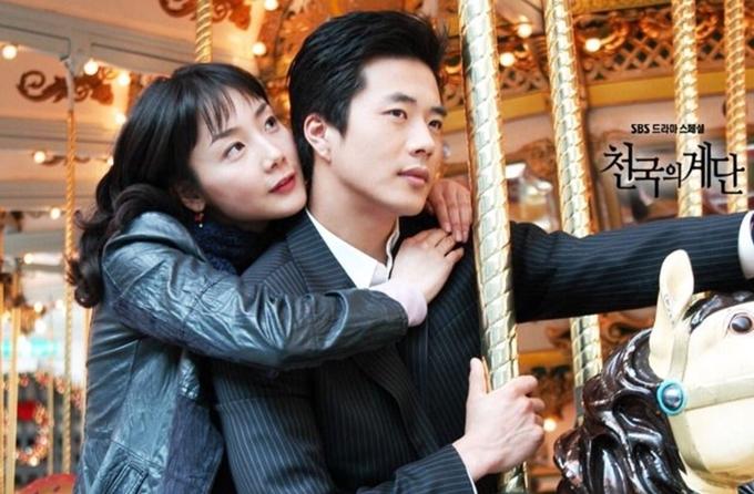 Cùng năm, Kwon Sang Woo lấy đi nhiều nước mắt của khán giả với vai diễn thiếu gia si tình, lãng mạn, hài hước và hay nước mắt trong Nấc thang lên thiên đường.