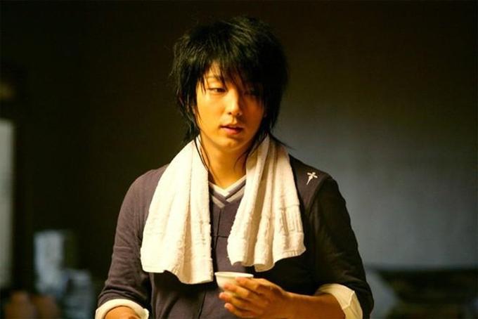 Tuy chỉ là nam thứ, sức hút của Lee Jun Ki trong My girl (năm 2005) không hề thua kém nam chính Lee Dong Wook. Nuôi tóc dài, đeo bông tai hình thập tự giá, sở hữu những đường nét nhỏ nhắn trên khuôn mặt, nam ca sĩ mang đến một khái niệm mới về vẻ đẹp của nam chính phim Hàn, đó là vẻ xinh trai.