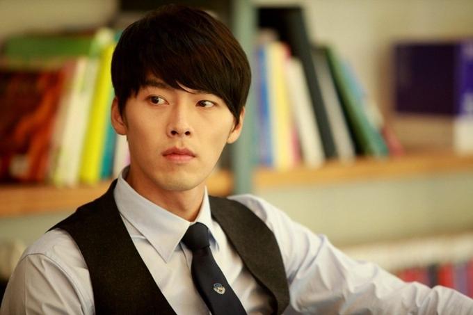 Secret Garden năm 2010 là mốc son trong sự nghiệp của Hyun Bin. Anh gây cười và tạo nét duyên dáng khi cùng lúc đóng hai vai: thiếu gia kiêu ngạo Kim Joo Won và cô nàng diễn viên đóng thế Gil Ra Im - người bị hoán đổi thân xác với Joo Won.