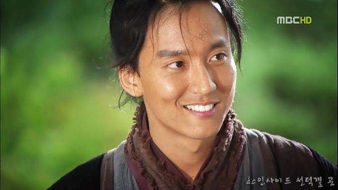 Trong lòng nhiều khán giả, Kim Nam Gil trong Nữ hoàng Seon Deok (năm 2009) được xem là đại diện của mỹ nam cổ trang phim Hàn.