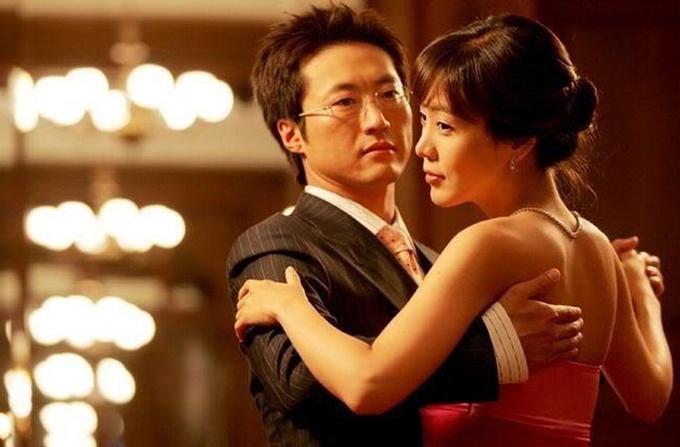 Park Shin Yang ghi điểm với hình tượng quý ông lịch lãm, thành đạt trong phim Hàn Quốc Chuyện tình Paris năm 2004.