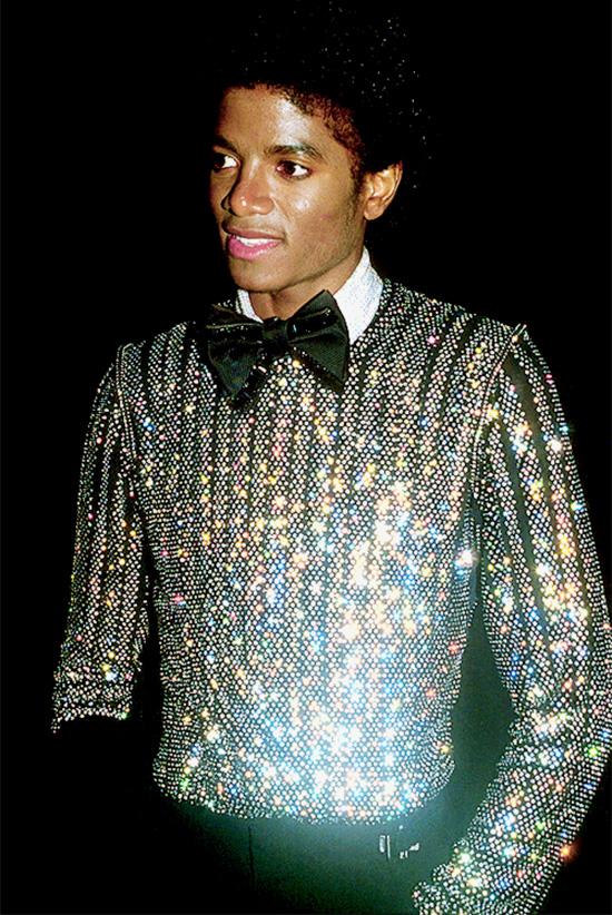 Óng ÁnhĐồ óng ánh được ông hoàng nhạc pop Michael Jackson vô cùng ưa chuộng vì nó không những đặc biệt mà còn rất bắt mắt. Ngoài ra còn có nhiều người nổi tiếng thích phong cách này như Whitney Houston, Prince, công nương Diana...
