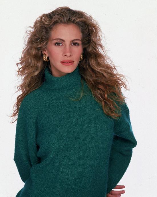 Áo Cổ LọChiếc áo này là biểu tượng của sức mạnh, nổi loạn, phong cách và hiện đại. Chính vì vậy áo cổ lọ là một món đồ không ai không có vào những năm 80.