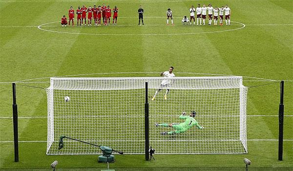 Aubameyang là người hùng của Arsenal trong chung kết Siêu Cup Anh khi ghi bàn mở tỷ số và đá thành công quả penalty cuối cùng ấn định chiến thắng. Ảnh: AP.