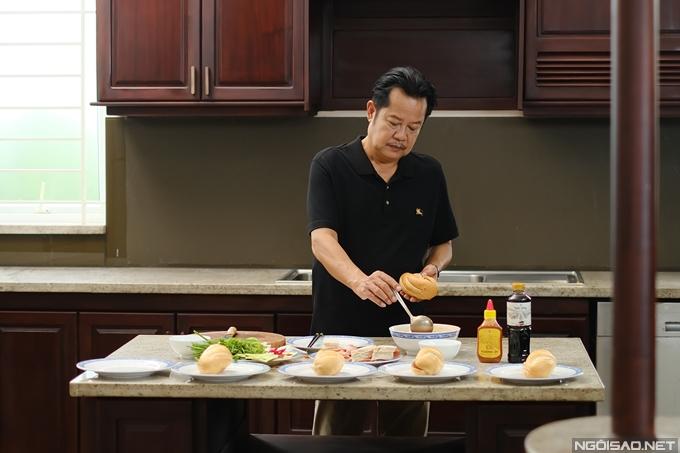 Nghệ sĩ Thanh Nam trổ tài làm bánh mì trước ống kính. Yeye Nhật Hạ, Cao Minh Đạt, Khuông Dừa... là những diễn viên thưởng thức nhiều bánh mì nhất trong đoàn phim.