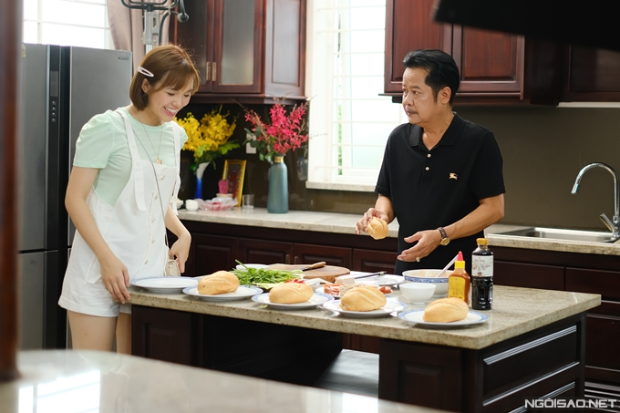 Trong ba đứa con của ông Màu (nghệ sĩ Thanh Nam đóng), vai con gái út của Yeye Nhật Hạ là người duy nhất ủng hộ ba mở tiệm bánh mì.