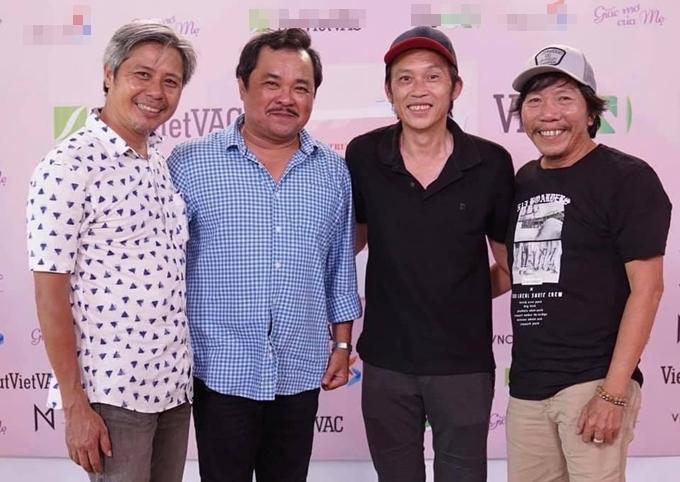 Từ trái qua: nhà sản xuất Đỗ Quang Minh, đạo diễn Phương Điền, nghệ sĩ Hoài Linh và nhà quay phim Nguyễn Tranh. Trân trọng dự án tâm huyết của các đồng nghiệp nghiêm túc trong nghề, nghệ sĩ Hoài Linh không ngại đường xa, đi khoảng 50 km tới thử vai.