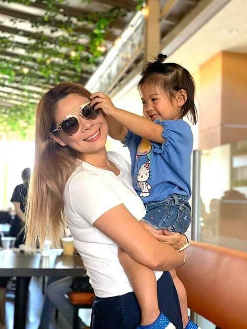 Ca sĩ Thanh Thảo càng lớn càng giống mẹ.