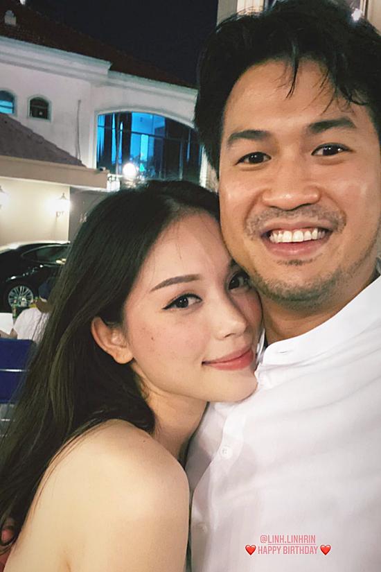 Phillip NGuyễn ôm Linh Rin và chúc mừng sinh nhật bạn gái.