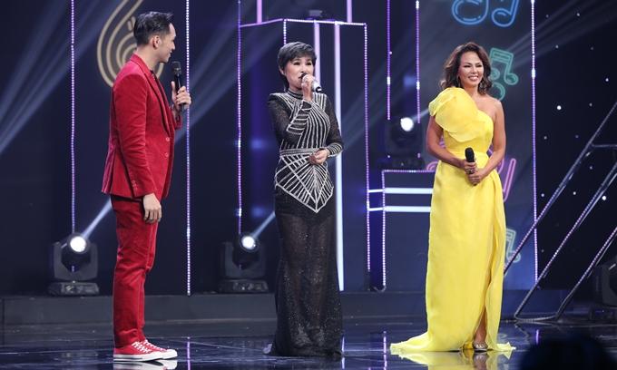 Danh ca Carol Thủy được thế vai bởi ca sĩ Thúy Uyên (bìa phải).