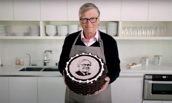 Chiếc bánh sinh nhật Bill Gates làm tặng Warren Buffett