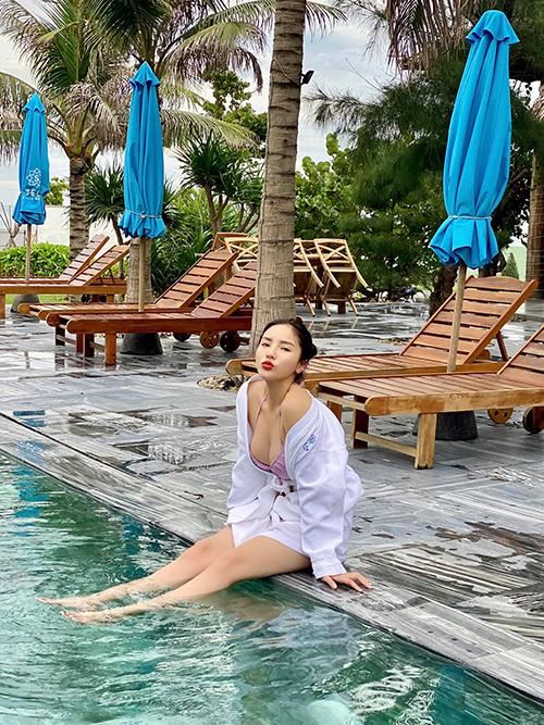 Kỳ Duyên - Minh Triệu nối dài danh sách các chuyến đi mùa hè bằng kỳ nghỉ ở Tuy Hoà - Phú Yên, quê hương của nàng siêu mẫu. Đôi bạn thân chọn một khu resort 5 sao, cách trung tâm thành phố 2 km và cách sân bay 10 km.