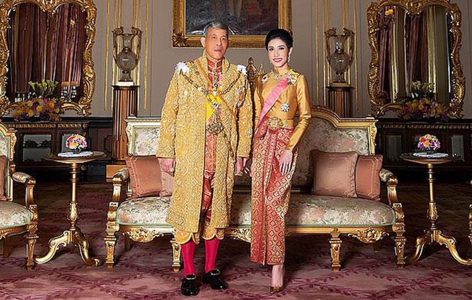 Vua Thái và Hoàng quý phi trong lễ sắc phong hồi tháng 8/2019. Ảnh: AFP.