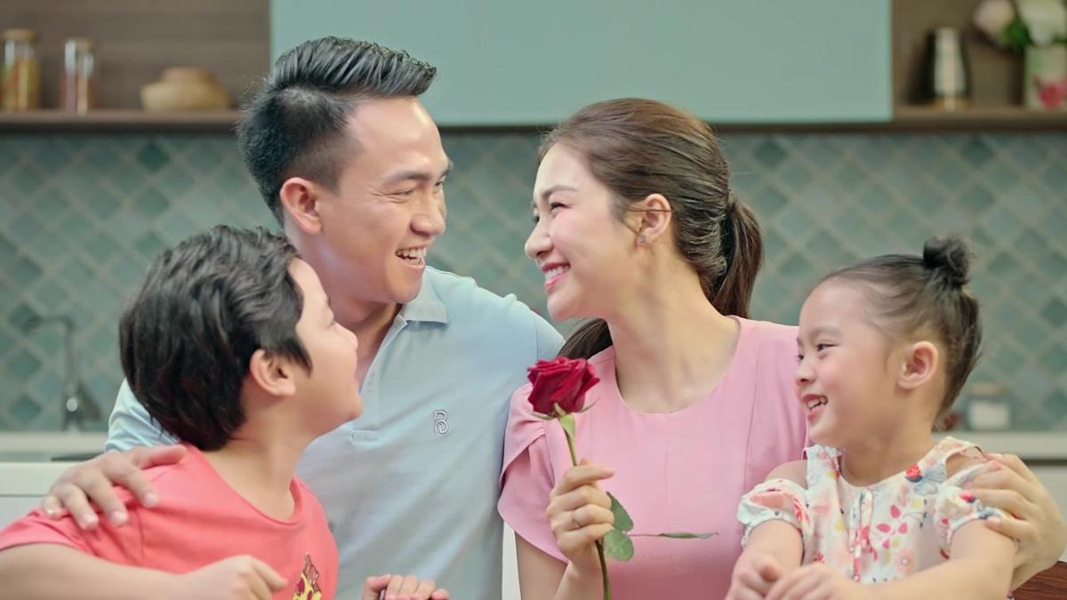 Hòa Minzy trong quảng cáo mới của nước mắm Nam Ngư cá cơm tươi.