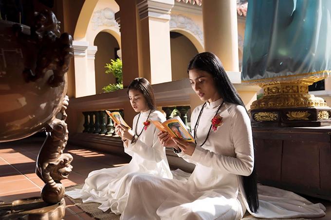 Ngoài việc ăn chay trường, Trương Thị May còn là người đẹp dành được tình cảm của nhiều khán giả là phật tử bởi sự chăm chỉ trong quá trình tu tập.