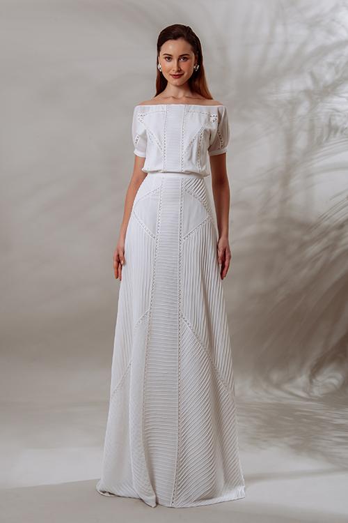 Mẫu đầm Lita có vai ngang, tay ngắn, thân váy liền chữ A.