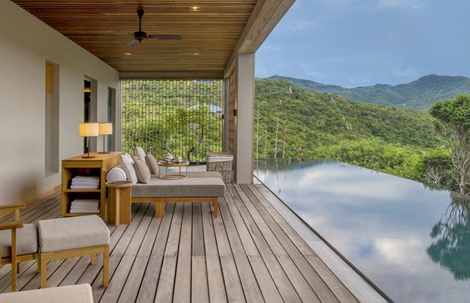 Khu nghỉ dưỡng có 9 căn pavilion, 18 căn villa, 2 căn spa house và 6 căn residence. Lượng khách tới đây không đông, đảm bảo tính riêng tư tuyệt đối, do đó, là nơi lựa chọn quen thuộc không chỉ của các nghệ sĩ mà còn của giới richkid.